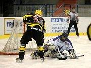 Hokejisté SK Sršni Kutná Hora porazili Hvězdu Kladno, 6. října 2013.