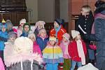 V kostele zpívaly děti ze školy.