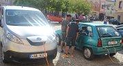 """Elektromobily z celé Evropy zavítaly v rámci čtvrtého ročníku Electric Car Rally """"eTourEurope"""" do Kutné Hory."""
