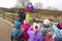 Děti přivítaly v Záboří nad Labem jaro