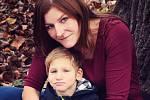 Nemocný Pavlík s maminkou Markétou.