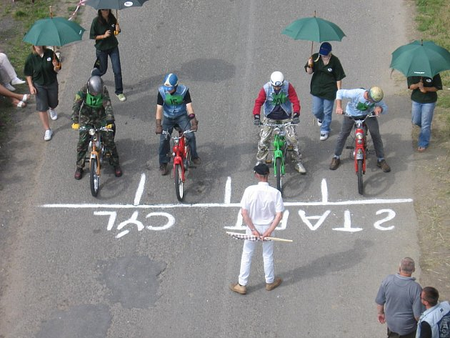 Motorkářské hry ve Zruči nad Sázavou.