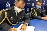 Odcházejícího brigádního generála Petra Tománka, který 21. základně taktického letectva Čáslav velel více než čtyři roky, střídá jeho dosavadní zástupce plukovník Jaroslav Míka.