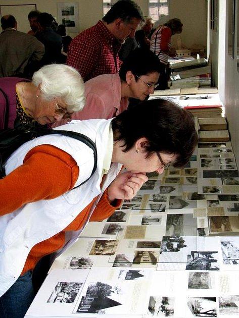 Výstava kronik obce Malešov.