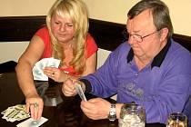 Z jedenáctého karetního turnaje v Prší v kutnohorské restauraci a vinárně U France Josefa.