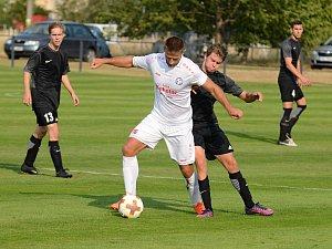 V prvním kole fotbalové I. B třídy, skupiny C porazil doma Hlízov v derby Uhlířské Janovice 2:0.