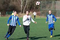 V zimním přípravném utkání prohrála Kutná Hora (v bílém) doma s Českým Brodem 0:3.