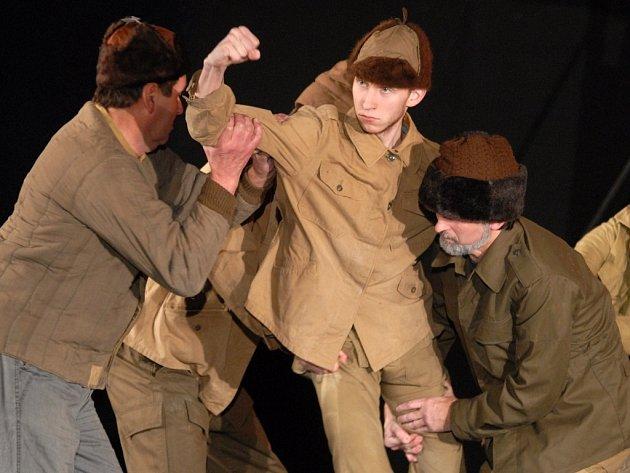 Abonenti se letos v Kutné Hoře budou moci těšit například na představení Hrdý Budžes (na snímku), ale také na Hamleta.