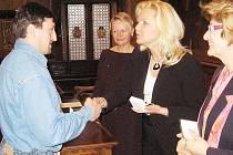 Zlatou medaili profesora Jana Janského za čtyřicet bezpříspěvkových odběrů krve převzal ve Vlašském dvoře také třiatřicetiletý Vladimír Bouma z Červených Janovic.