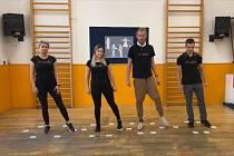 Z výuky jednoduchého tance v Domě dětí a mládeže Dominik v Kutné Hoře.