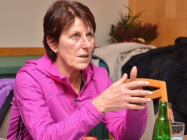 Atletka Jarmila Kratochvílová přijela besedovat se seniory do hotelu Mědínek