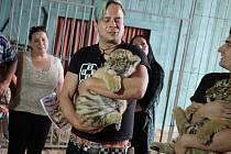 V roce 2013 křtil Honza Štrup s parťáky z kapely Rybičky 48 tygřata v habrkovickém Ringellandu.