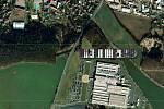 Kontejnerová loď Ever Given u Foxconnu v Kutné Hoře.