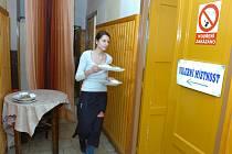 Krajské volby - volební místnost v Jindicích. 13. 10. 2012