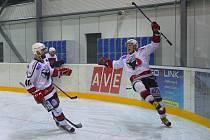 Zaplněný stadion tleskal hokejistům Čáslavi, kteří zdolali Poděbrady