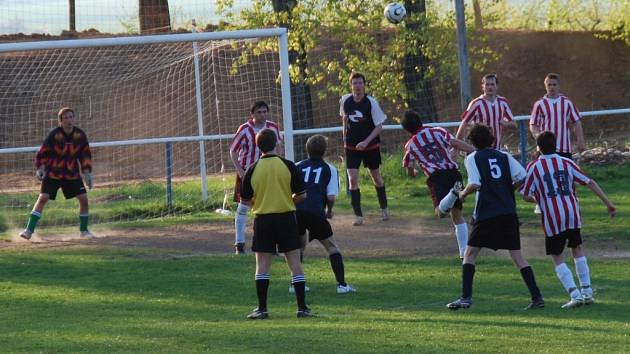 Ze zápasu IV. třídy Kaňk B - Sedlec B (3:1)