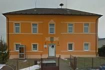 Bývalá škola v Petrovicích I.