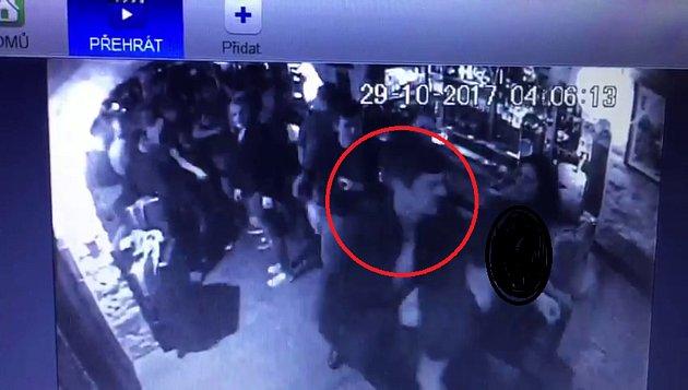Policisté pátrají po svědcích fyzického napadení.