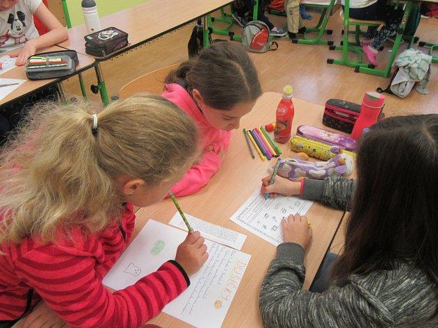 Ve zbýšovské škole uspořádali projektový den na téma Dušičky.