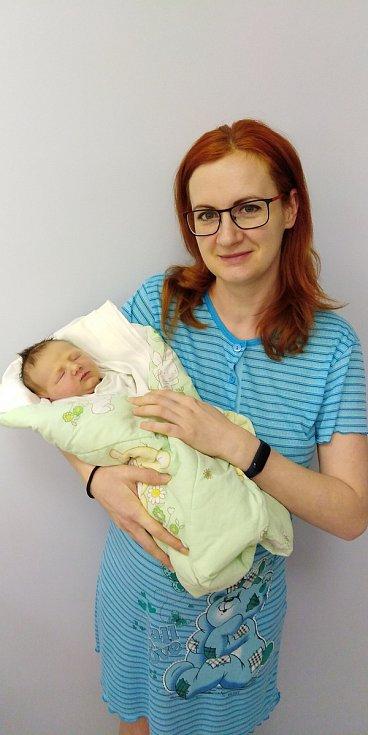 Petr Fuxa se poprvé na svět podíval 11. ledna 2021 v 11. 10 hodin v čáslavské porodnici. Vážil 3700 gramů a měřil 50 centimetrů. Doma ve Žlebech ho přivítali maminka Simona, tatínek Petr a sestřička Simonka.