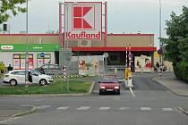 Křižovatka ulic Ortenova a Opletalova v Kutné Hoře, kde by měl vzniknout kruhový objezd.