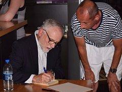 Americký spisovatel C. D. Payne představil v Čáslavi své knihy.