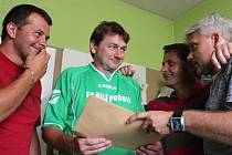 Bohuslav Šváb (v zeleném) oslavil v sobotu padesátiny.