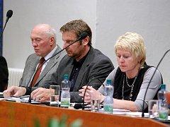 První pracovní jednání kutnohorského zastupitelstva. Dana Vepřková (vpravo) 8.12.2010