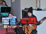 Kostel v Jindicích naplnily tóny vánočních písní.