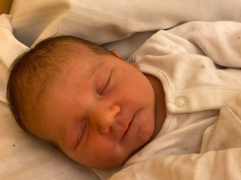 Alice Koutná přišla na svět 16. září 2021 v 8.48 hodin v čáslavské porodnici. Vážila 3780 gramů a měřila 50 centimetrů. Doma v Křeseticích se z ní těší maminka Lucie, tatínek Petr a dvouletý bráška František.