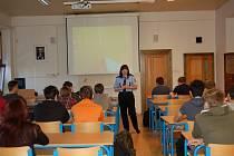 Přednášky o kyberšikaně a bezpečnosti v provozu na průmyslové škole v Čáslavi