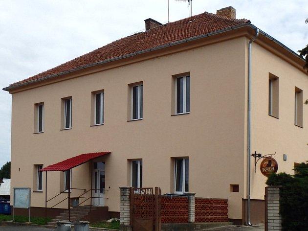 Budova bývalé školy v Rašovicích