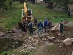 Oprava okolí koryta řeky Vrchlice v Pobřežní ulici v Kutné Hoře