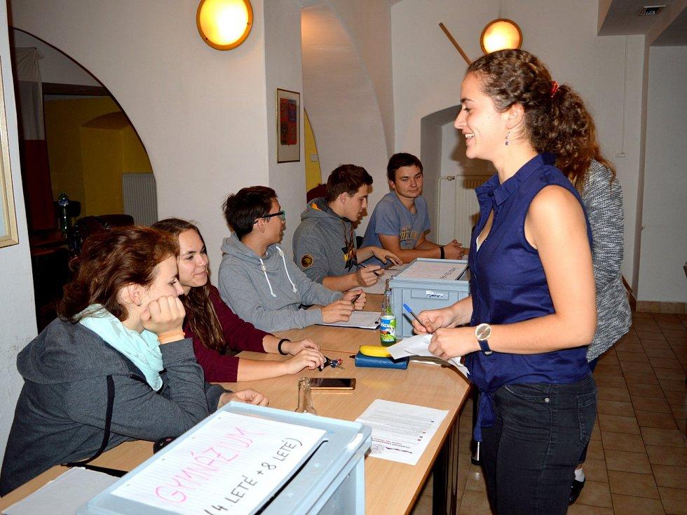 Studentské volby se konaly na čáslavském gymnáziu.