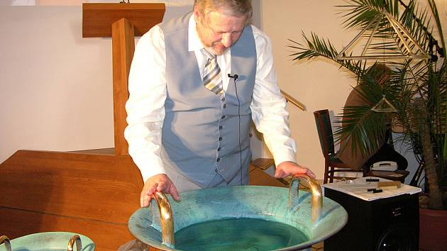 Tomáš Pfeiffer u vodnářského zvonu.