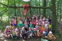 Děti na příměstském táboře s křesetickými dobrovolnými hasiči našly ztracený balón.