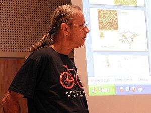 Z přednášky Václava Matouška v Čáslavi o archeologickém výzkumu bojišť třicetileté války.