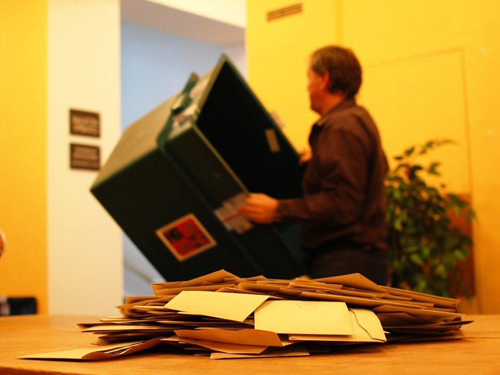 Sčítání hlasů při komunálních volbách 2014 v Kutné Hoře.