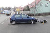Dopravní nehoda na křižovatce ulici Pražská a Emila Picka v Čáslavi.