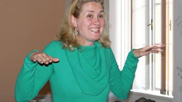 Lektorka Kateřina Frodlová v Čáslavi seznamovala s jógou smíchu.