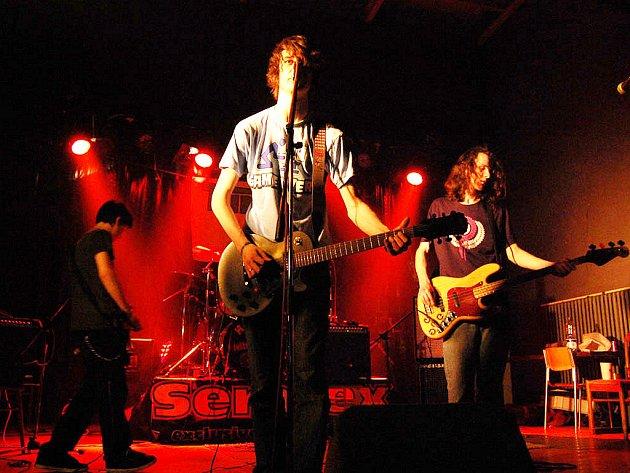 Vystoupení čáslavské kapely Civilní Obrana v čele se zpěvákem Markem Calíkem na třetím Grandfestu.