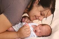 Dominik Čarný se narodil 28. července 2020 v čáslavské nemocnici. Vážil 3100 gramů a měřil 49 centimetrů. Domů do Vrdů si ho za bratrem Tomášem odvezli maminka Marie a tatínek Tomáš.