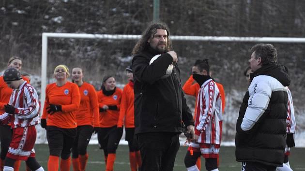 Fotbalistky Čáslavi se v přípravě střetly s žáky Bystřice.