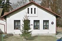Budova bývalé školy v Úmoníně