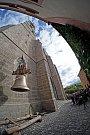 Po tři čtvrtě století je ve věži kostela sv. Jakuba znovu zvon.