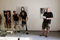 Z vernisáže výstavy tvůrčích výsledků Sympozia současného výtvarného umění Jenewein v Kutné Hoře.