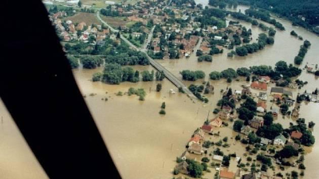 Letecký snímek obce Lety v regionu Praha-západ.