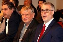 Ředitel Oblastní nemocnice v Kolíně Petr Chudomel (vpravo) na zasedání kutnohorských zastupitelů.