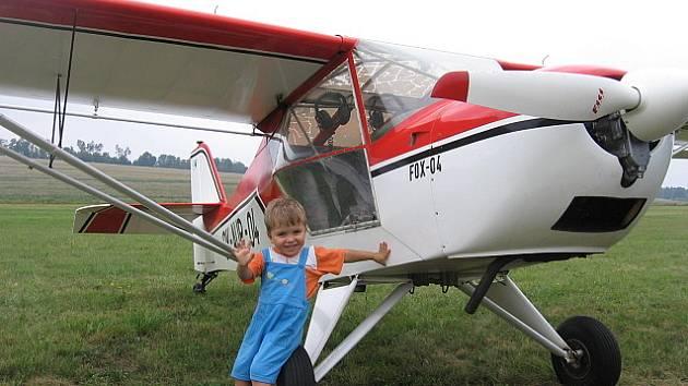 Devátý slet sportovních létajících zařízení v Chabeřicích.