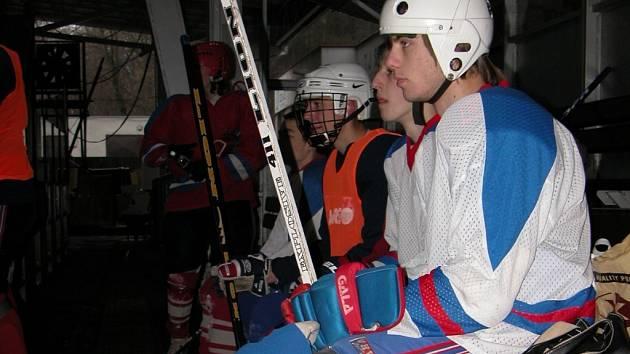 Studenti Střední odborné školy řemesel v Kutné Hoře změřili na zimním stadionu své síly v hokeji.